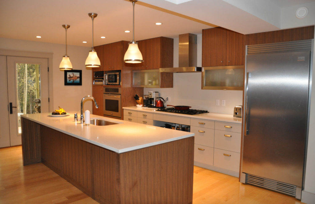 Modern Kitchen - Click On Rental